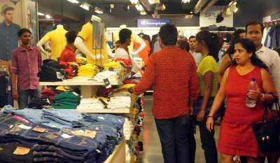 TN shop shut after huge crowd gathers to buy T-Shirt for 50 paise