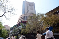Sensex ends 382 points lower after record high (Lead)