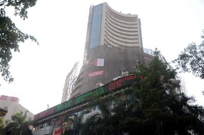 In volatile week, investors must have buying support  (Colum...