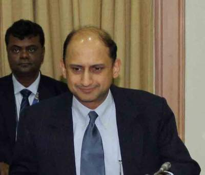 RBI Deputy Governor Viral Acharya resigns (2nd Lead)