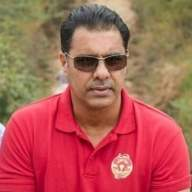 Waqar applies for Pakistan bowling coach's job: Reports