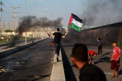 Israel closes Gaza crossing after rockets fired