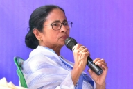Mamata slams PSU divestment, suggests all-party meet (Lead)