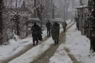 Snow paralyses life in Kashmir Valley