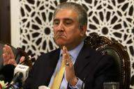 Qureshi speaks to French counterpart on Kashmir