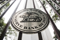 RBI asks HDFC to temporarily stop issuing new credit cards (Lead)