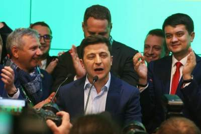 New Ukraine President announces elections (2nd Lead)