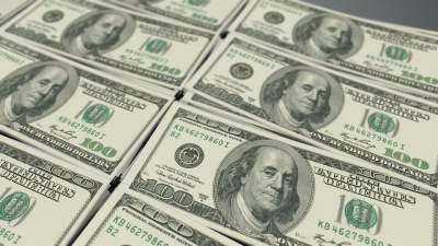 Dollar drops amid bets on rate cuts, geopolitical tensions (...