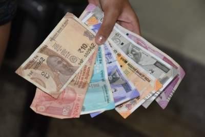 Currency Squeeze: Rupee expected to weaken further (IANS Forecast)