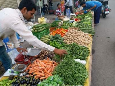 Rising food prices lift Nov retail inflation to 5.54% (Lead)