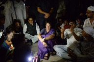 Priyanka detained in UP, refuses to leave (4th Lead)