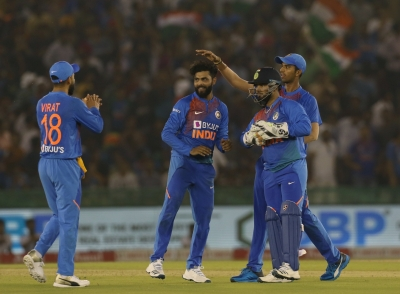 Fans go gaga as Kohli, Jadeja pick blinders