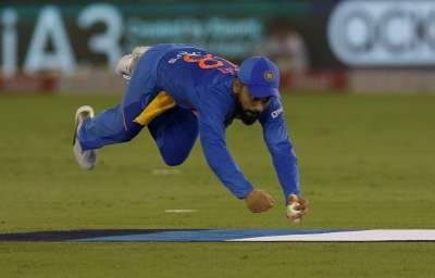 Kohli's catch, bowlers restrict South Africa to 149/5