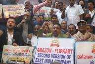 Traders protest 'govt collusion with Amazon, Flipkart'