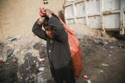 Continued war, poverty force Afghan kids to work on streets