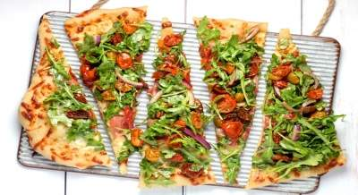 Sydney shop gives out pizza to people lining up for Covid tests