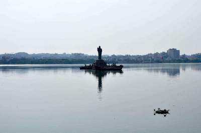 Virus levels in Hyd lakes gave early warning of Covid waves: Study