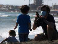 Italy's COVID-19 deaths register new rise as active infections keep falling