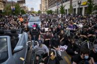 20,000 protesters participate in Chicago demonstration