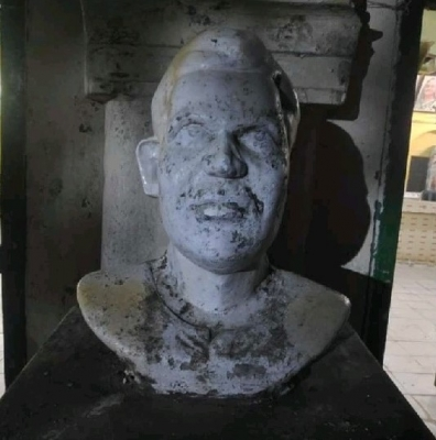 Statue of 1971 martyr in Dhaka University partially damaged by miscreants