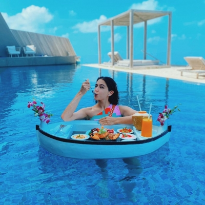 Sara Ali Khan oozes oomph in floating Maldives moment.(photo:Instagram)
