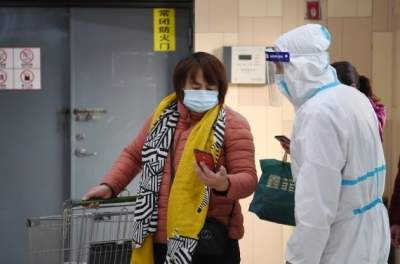 Covid outbreak in China leads to closure of schools, tourist sites