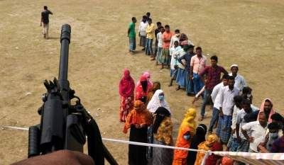 Marred by violence, Bengal sees 76% turnout in 4th phase of polls (Ld)
