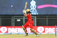 Big-hitting Gayle becomes first to hit 350 sixes in IPL
