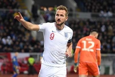 Kane's double salvages a draw for Tottenham