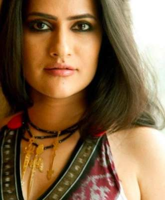 Sona Mohapatra says kohl helps her deal with pain around her