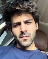 Kartik Aaryan throws a 'sexy' question to fans