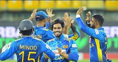 India trip on Sri Lankan spinners, get bowled out for 225