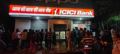 Axis Bank sacks Manager who looted ICICI Bank, killed woman officer