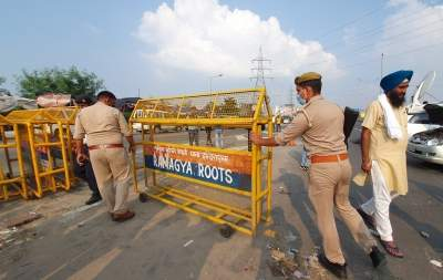 Farmers open service road at Ghazipur border closed for 11 months